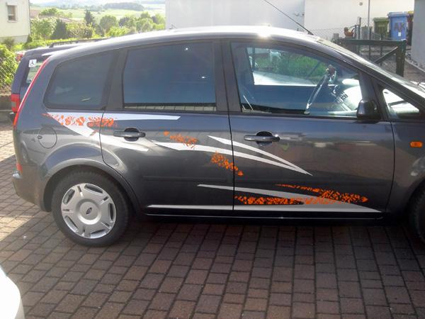 FordFocusCMax2005b.jpg